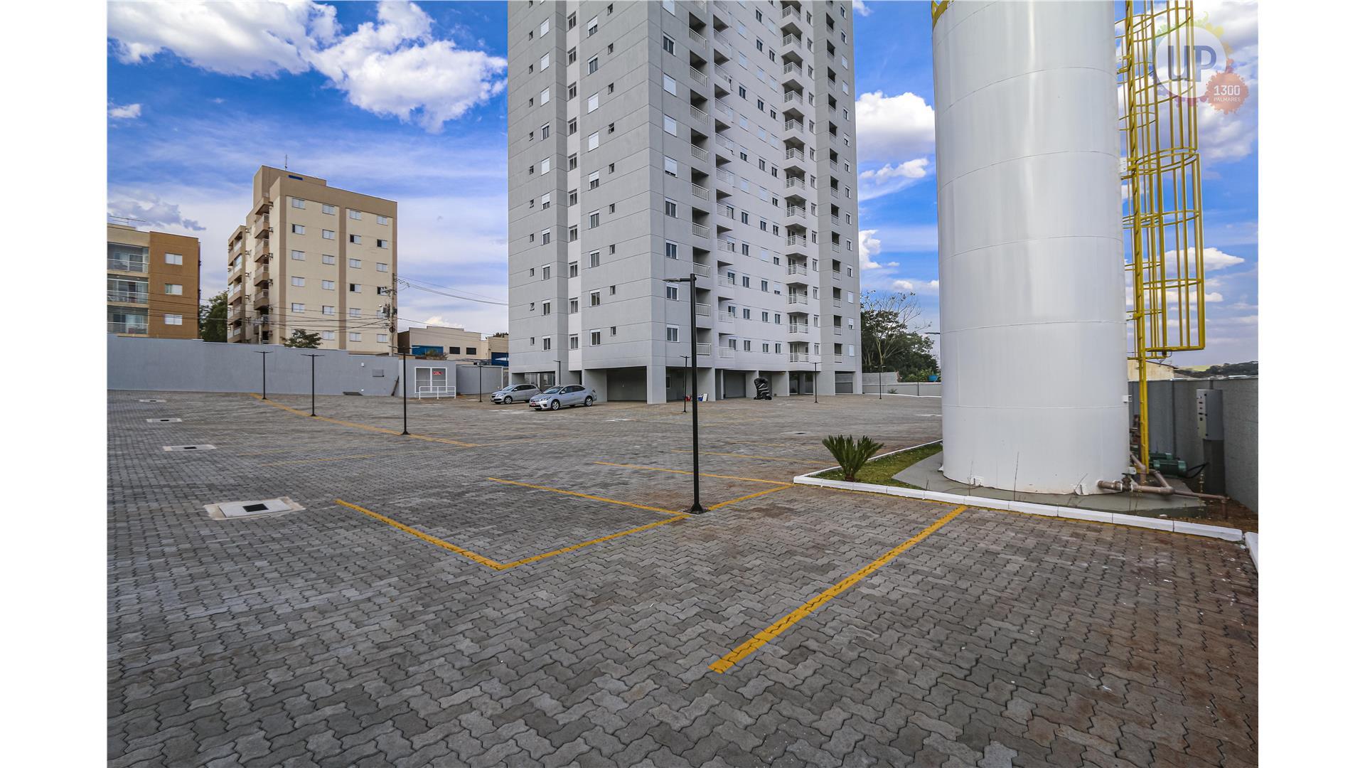 UP 1300 - Estacionamento-1.JPG