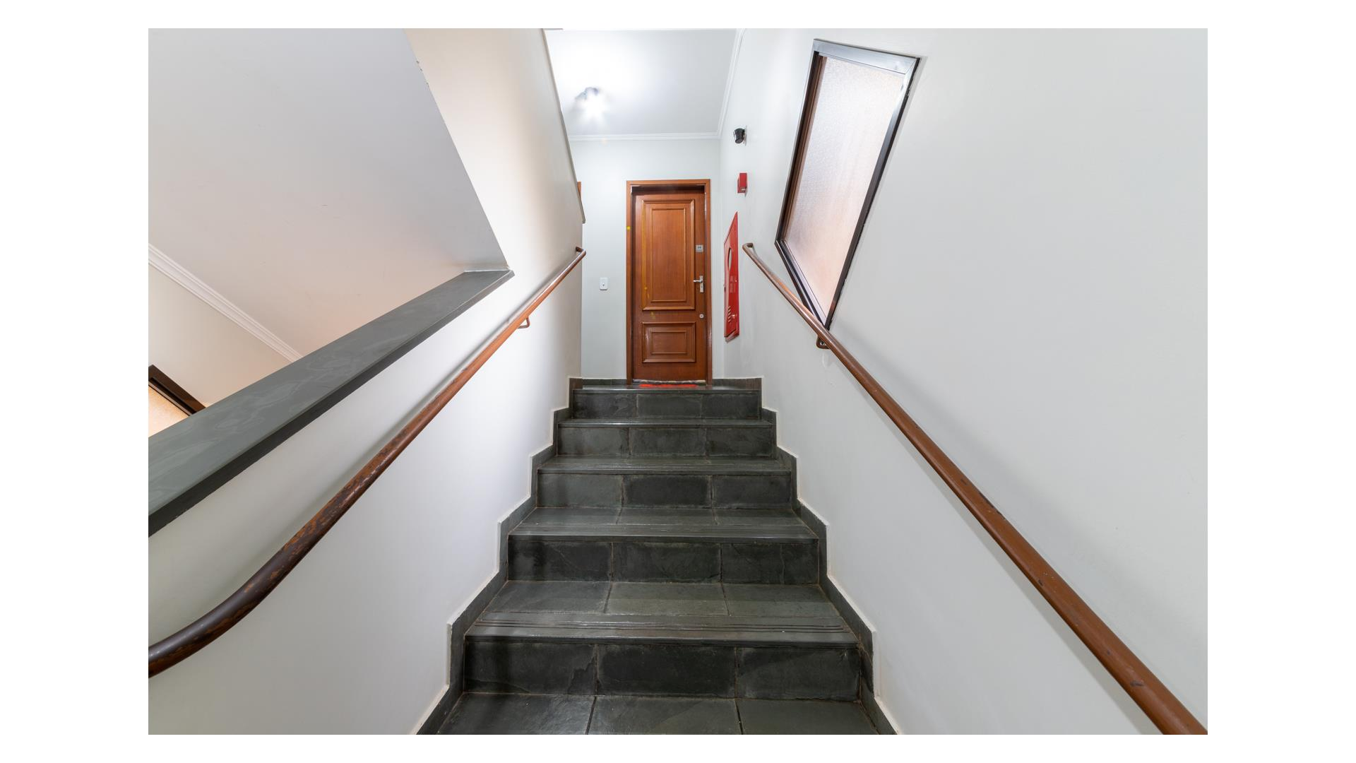 Hall escada.jpg